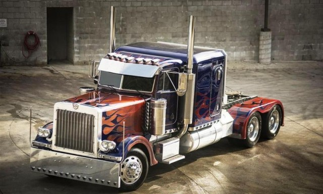 1992 PETERBILT 379-TRANSFORMERS OPTIMUS PRIME
