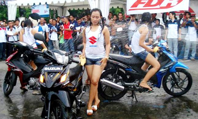 Suzuki Hadirkan Lady Bike Wash di Tumplek Blek 2016