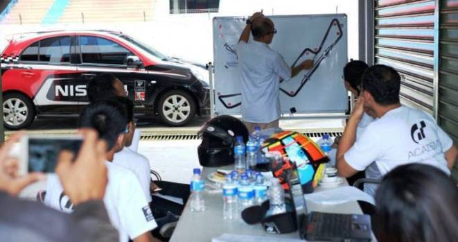 Suasana pelatihan teori dalam kegiatan driving skill Nissan GT Academy 2016