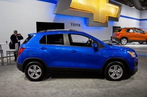 2016-Chevrolet-Trax-side